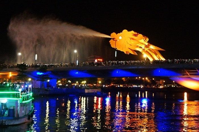 Dragon Bridge - night tourist destination in Da Nang can not be missed