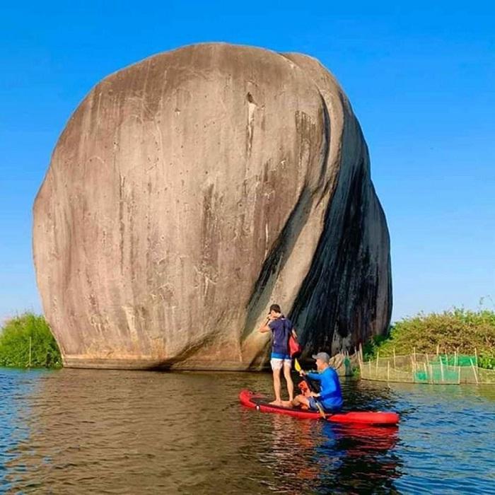 Chèo SUP - hoạt động tuyệt vời tại Hồ Bàu Ngừa