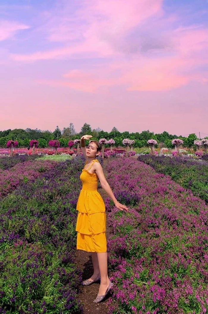 Vibrant costumes - tips for virtual living at Four Seasons Garden in Dong Nai