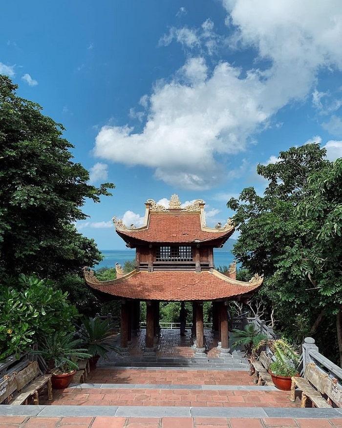 du lịch Côn Đảo chơi gì - viếng chùa Núi Một
