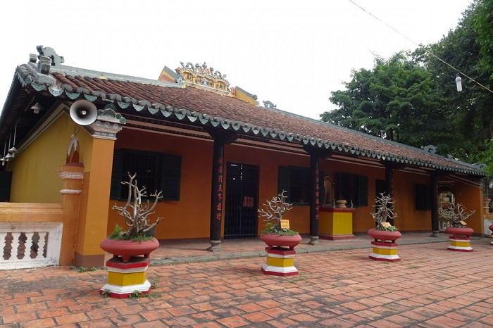 Pho Quang Tan Binh Pagoda - famous in Saigon