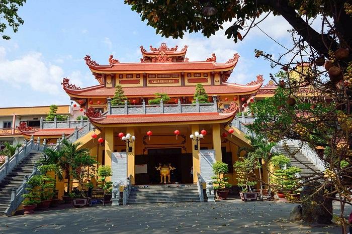 Pho Quang Tan Binh pagoda - visit the pagoda