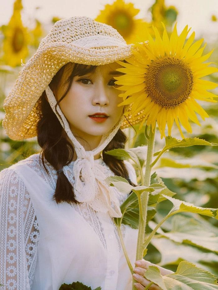 chụp với hoa - cách chụp đẹp tại Đồi Hoa Mặt Trời ở Đồng Nai