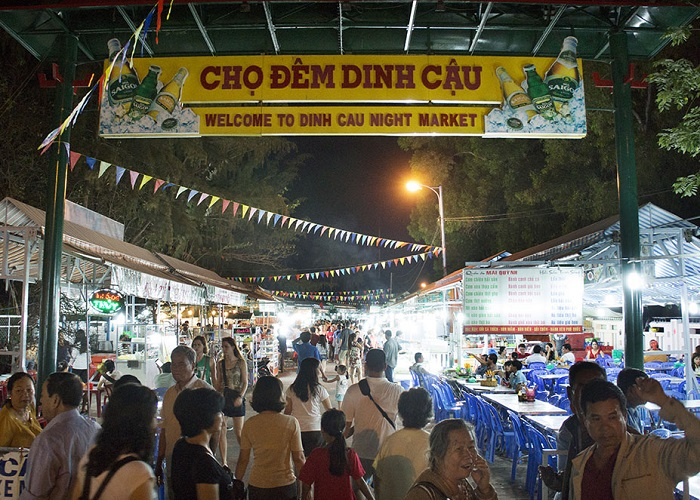 Snacking address in Phu Quoc - Dinh Cau night market