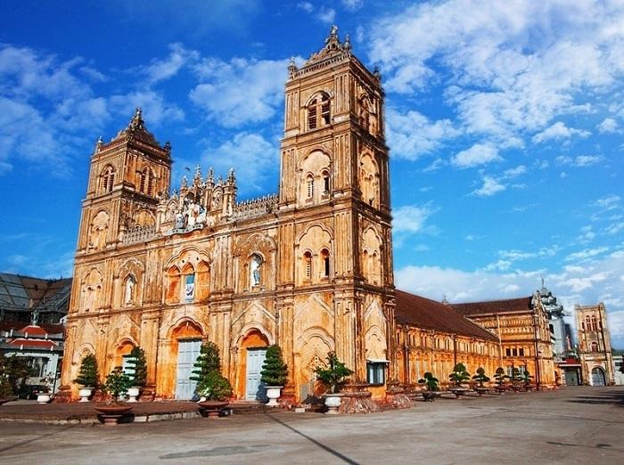 diadia- địa điểm chụp ảnh đẹp ở Nam Định- tòa giám mục Bùi Chu