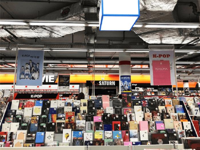 du lịch Hàn Quốc mua gì làm quà - mua sản phẩm Kpop
