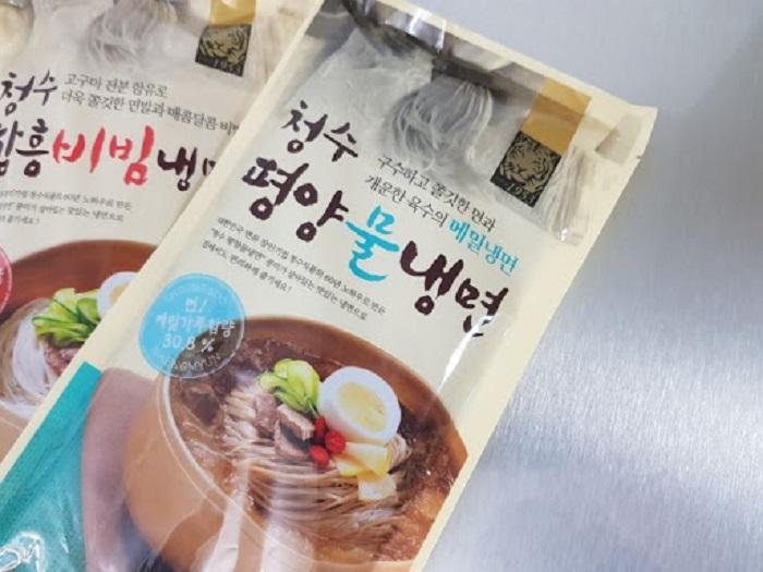 du lịch Hàn Quốc mua gì làm quà - mì lạnh đóng gói