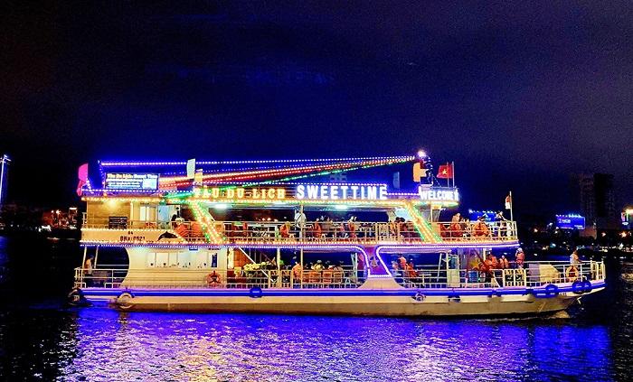Han River - night tourist destination in Da Nang famous