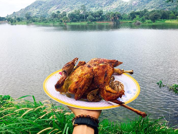 Hồ Ô Thum ở An Giang - Gà đốt lá chúc trứ danh
