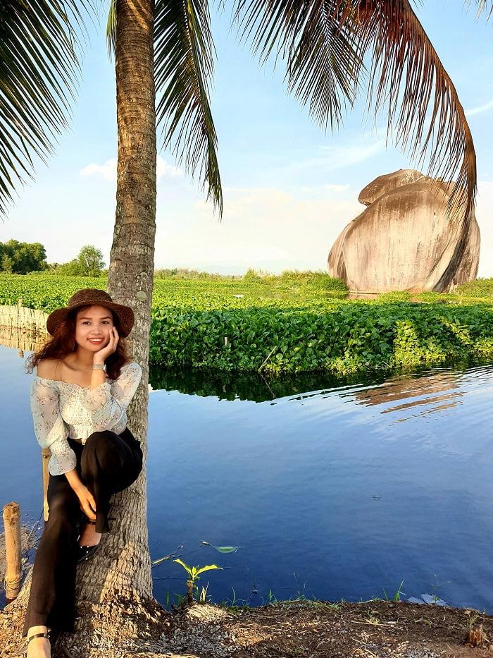 Đá 5 Tài - điểm độc đáo ở Hồ Bàu Ngừa