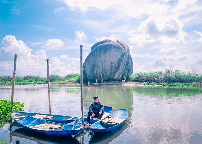 thả dáng trên thuyền - hoạt động thú vị tại Hồ Bàu Ngừa