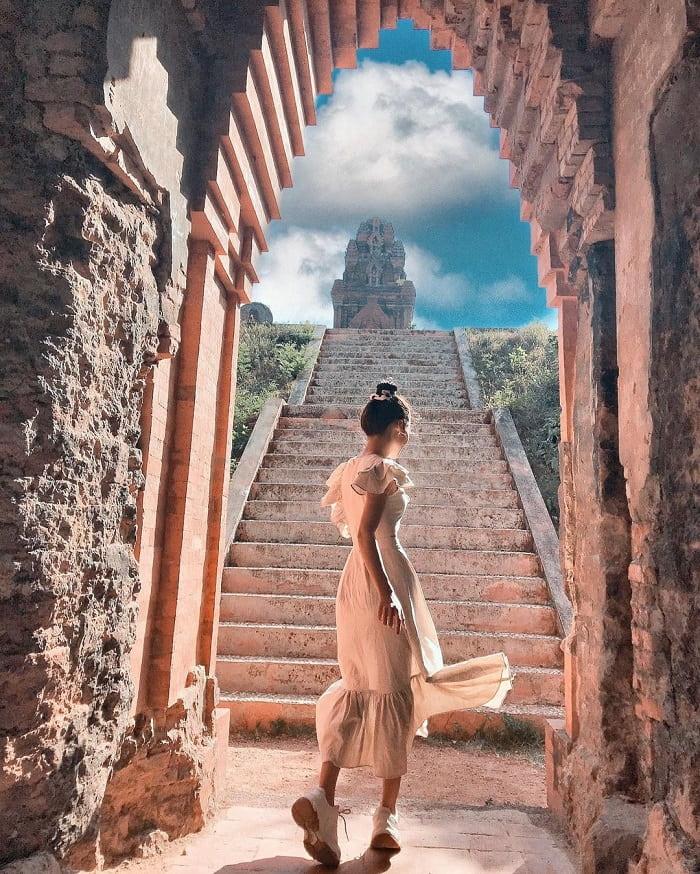 kinh nghiệm du lịch Quy Nhơn 3 ngày 2 đêm - check in tháp Bánh Ít