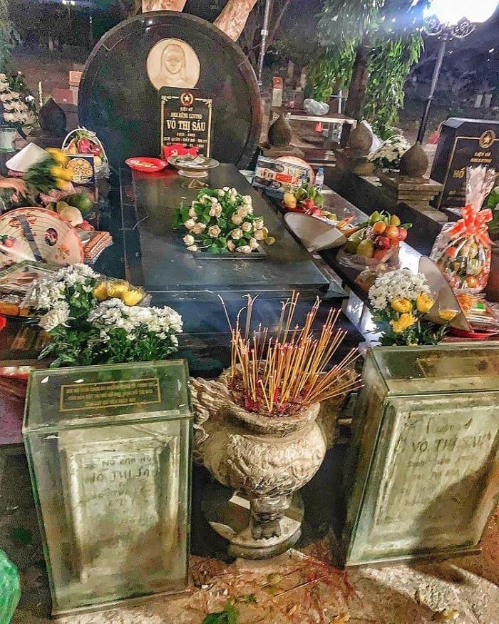 kinh nghiệm du lịch Tết Côn Đảo - viếng mộ Cô Sáu