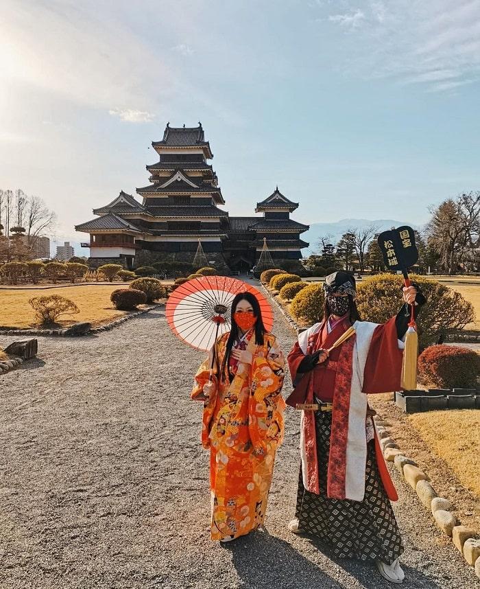Matsumoto castle - famous ancient check-in point điểm