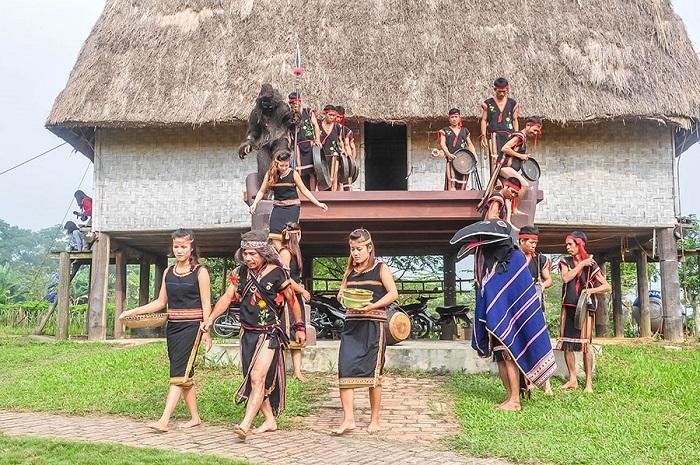 The best festivals in Kon Tum - the Puh Ho Drih festival