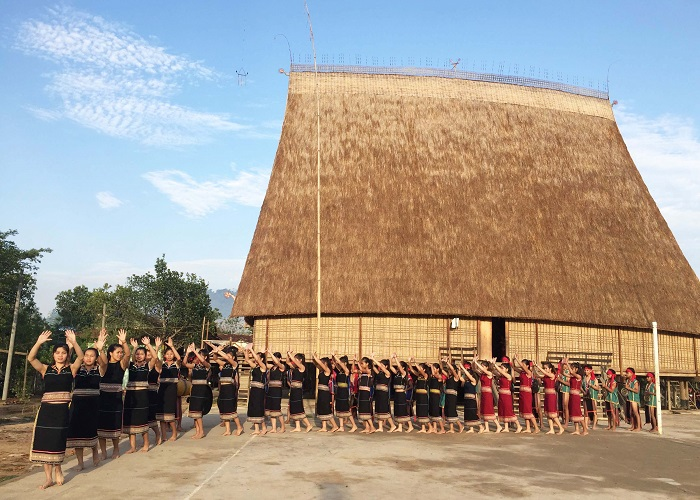 The best festivals in Kon Tum - the celebration of the new communal house