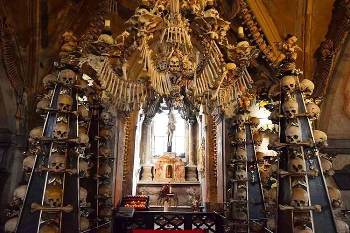 nhà nguyện - không gian ấn tượng của nhà thờ Xương Người ở Séc