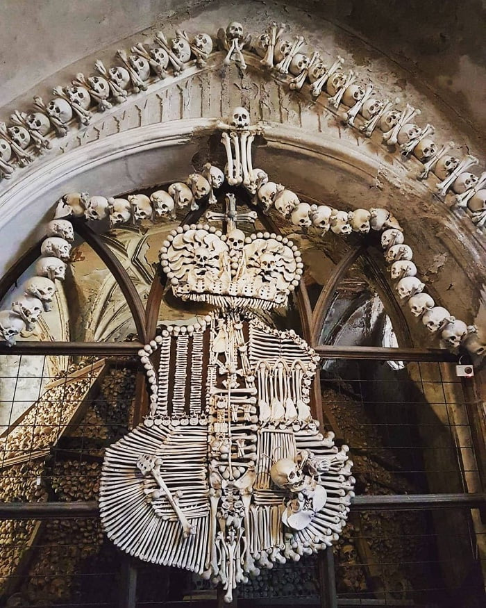 biểu tượng bằng xương - điểm độc đáo của nhà thờ Xương Người ở Séc