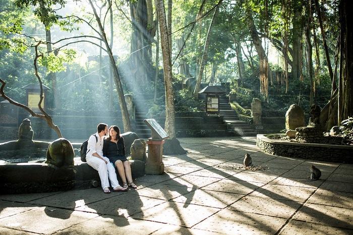 Một ngôi đền trong khu rừng khỉ Ubud - Những nơi đẹp nhất để chụp ảnh ở Bali