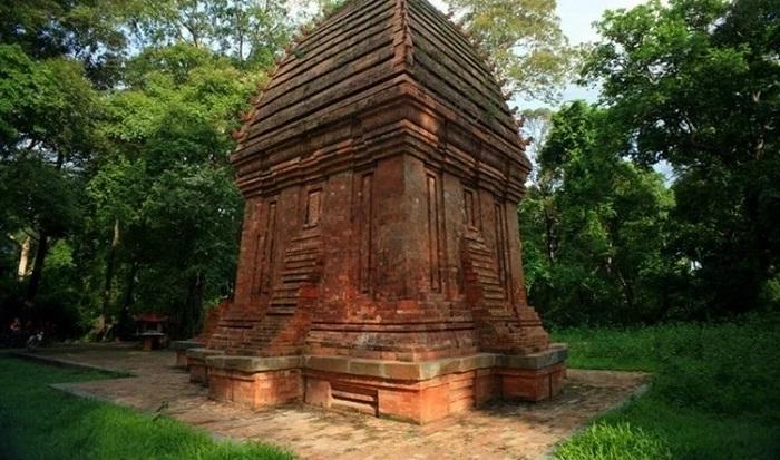 ngọn như búp sen - điểm độc đáo của Tháp Chàm Yang Prong