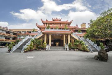 Vãn cảnh chùa Phổ Quang Tân Bình thanh tịnh tâm hồn dịp đầu xuân