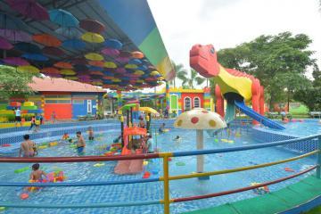 Lập team quẩy 'banh nóc' công viên Lego Water Park Sài Gòn