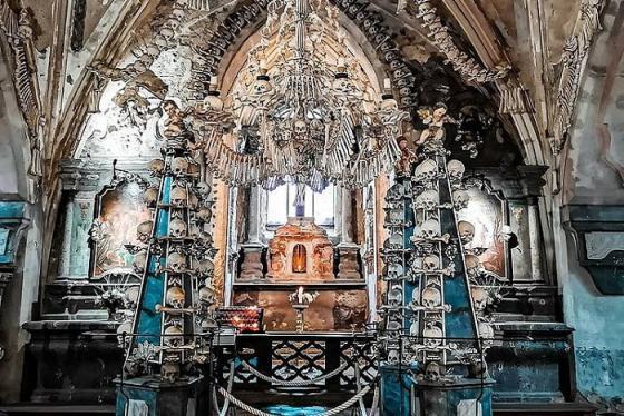 'Rùng mình' khi bước vào nhà thờ Xương Người ở Séc