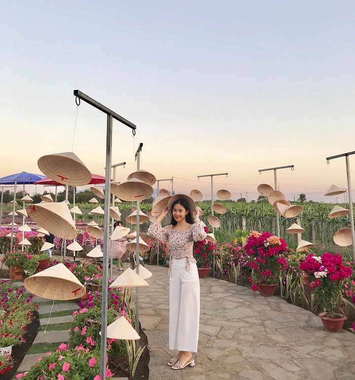 Beautiful landscape - the charm of Four Seasons Flower Garden in Dong Nai