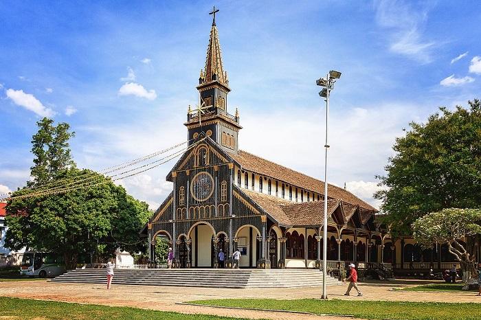 toatoatotòa giám mục Kon Tum- nhà thờ gỗ Kon Tum