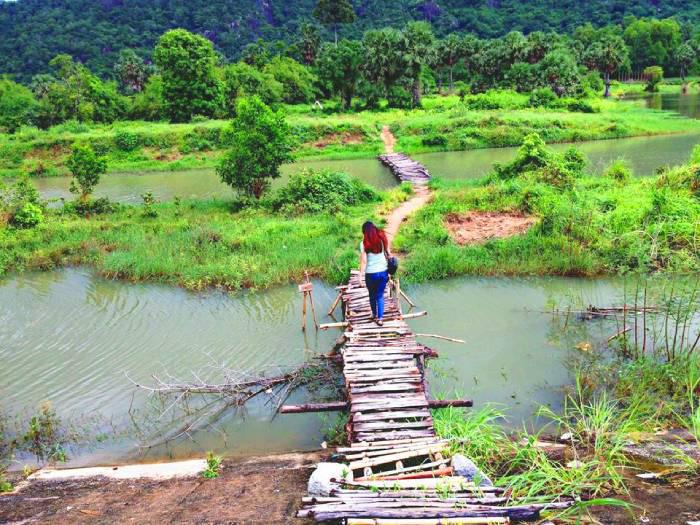 Hồ Ô Thum An Giang - chiếc cầu gỗ