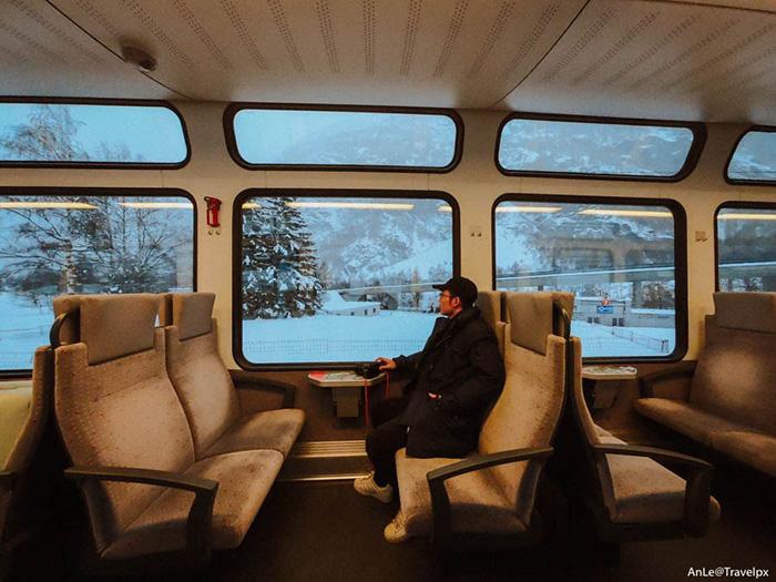 Đi tàu đến Zermatt là cách di chuyển thuận tiện và dễ dàng nhất.