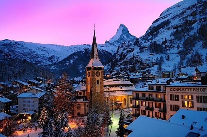 Thị trấn Zermatt nằm sâu trong một thung lũng nhỏ.