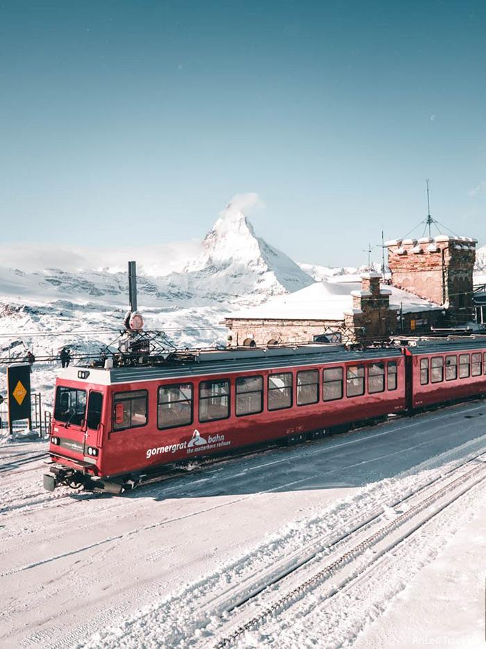 Chuyến đi tàu lên Gornergrat là cách di chuyển tuyệt vời nhất để ngắm nhìn Matterhorn.