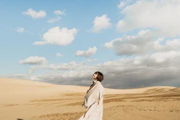 Tham quan đồi cát Tottori lạc trong sa mạc thu nhỏ tại Nhật Bản