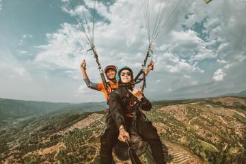 'Hạ cánh nơi anh' với trải nghiệm dù lượn trên đỉnh Con Ó – Lâm Đồng