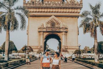 Kinh nghiệm du lịch Lào: phương tiện di chuyển, đi đâu, ăn gì?