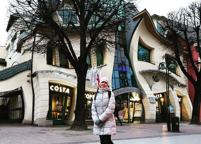 Tham quan 'tòa nhà nhảy múa' Krzywy Domek Ba Lan