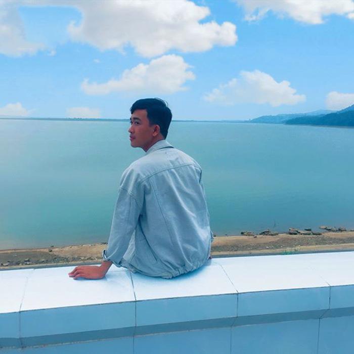Hồ Dầu Tiếng là nơi non nước hữu tình kết hợp vẻ đẹp hoàn hảo giữa núi non bao la hùng vĩ và hồ nước mênh mông.