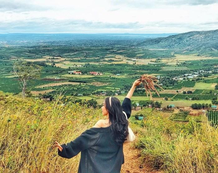 The road to H'Bau Gia Lai chapel