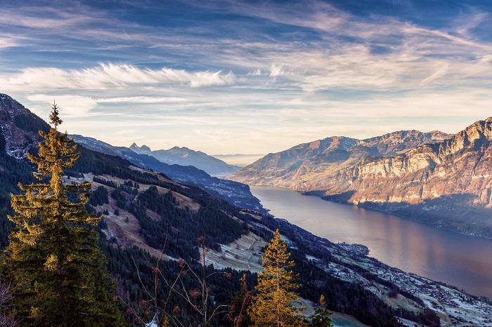 Dãy núi Flumserberg xinh đẹp - Hồ Walensee với khung cảnh thiên nhiên tuyệt đẹp