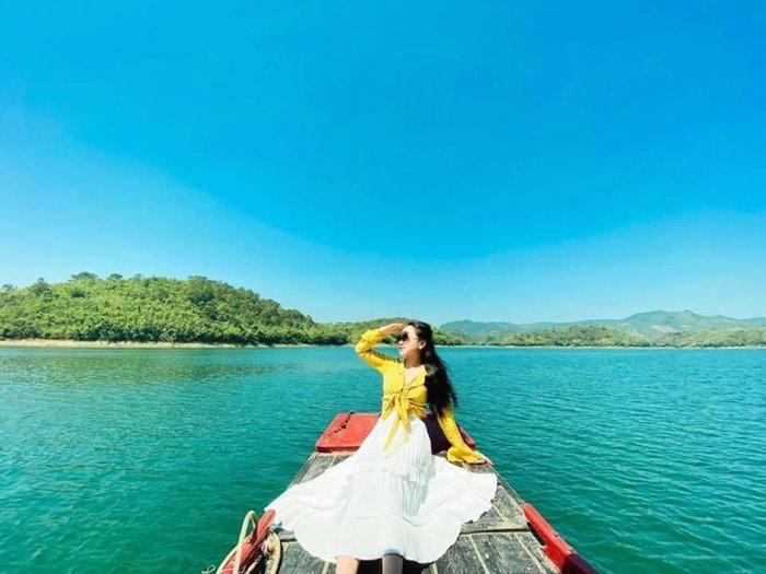 Ea Sno Lake, a beautiful photo spot in Dak Nong, attracts visitors