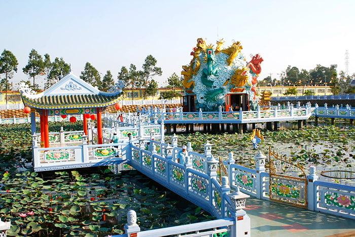 Viếng chùa Huỳnh Đạo An Giang - Màu sắc và cảnh trí