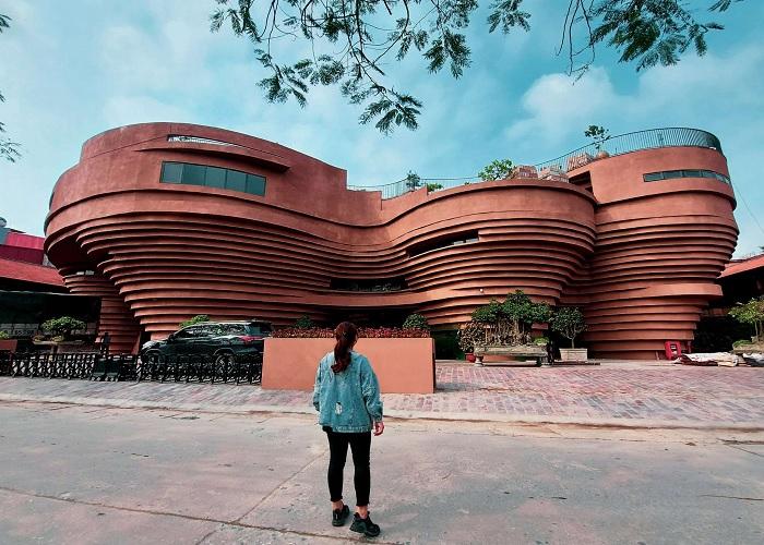 kiến trúc như bàn gốm xoay - điểm độc đáo của bảo tàng gốm Bát Tràng
