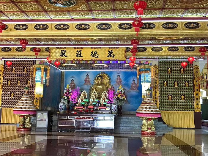 Viếng chùa Huỳnh Đạo An Giang - Bên trong chánh điện