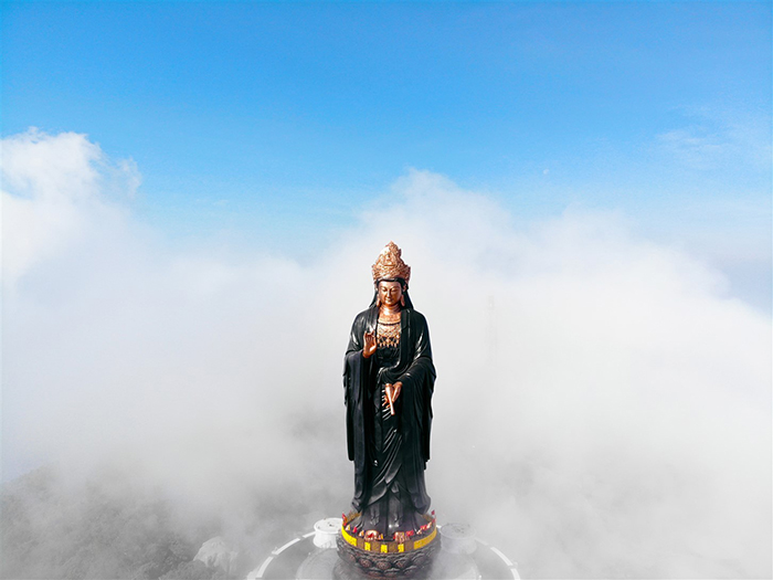 Visit the statue of Buddha Ba Tay Bon Da Son - the eternal symbol of wisdom