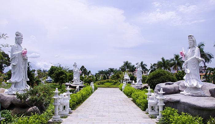 Viếng chùa Huỳnh Đạo An Giang - Các bức tượng Phật bằng đá