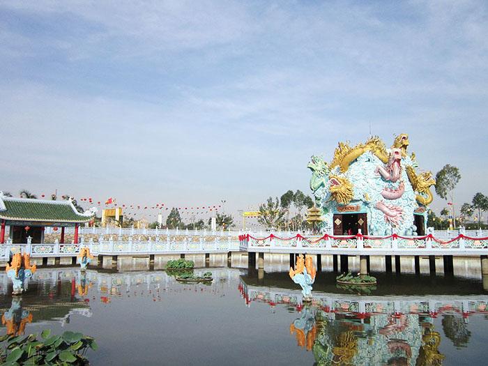 Viếng chùa Huỳnh Đạo An Giang - tọa lạc tại khóm Vĩnh Đông II