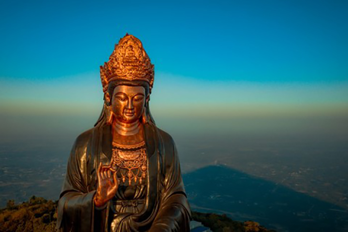 Visit the statue of Buddha Ba Tay Bon Da Son - The work has a height of 72m
