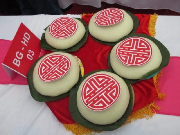 Hai Duong specialty thick cake as a gift