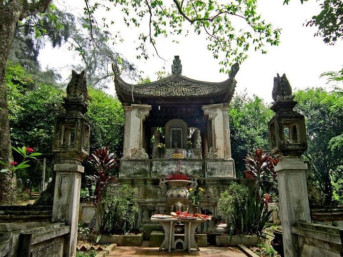 Đền thờ Ngô Quyền ở làng cổ Đường Lâm